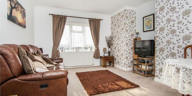 Guide Price £230,000, 2 Bedroom Ground Floor Flat For Sale in Rainham, RM13