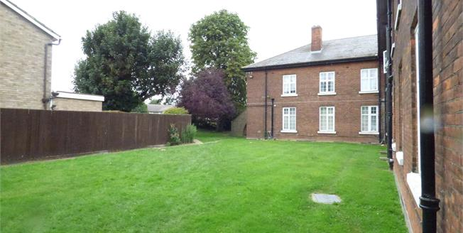 Asking Price £195,000, 1 Bedroom Flat For Sale in Hornchurch, RM12