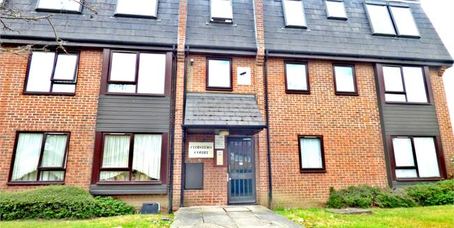 Offers in excess of £135,000, 1 Bedroom Flat For Sale in Rainham, RM13