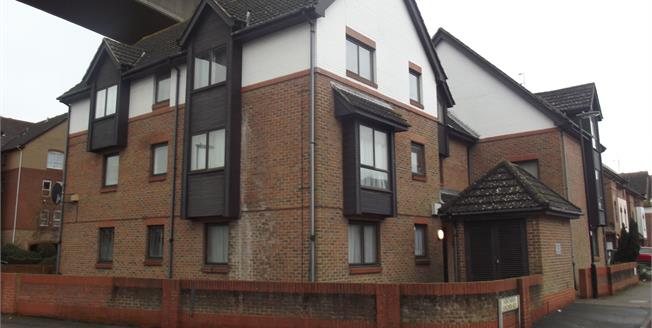 Offers in excess of £105,000, 1 Bedroom Flat For Sale in Southampton, SO19