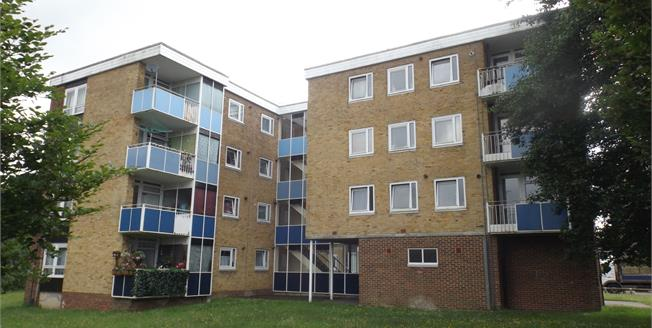 Guide Price £110,000, 1 Bedroom Flat For Sale in Southampton, SO19