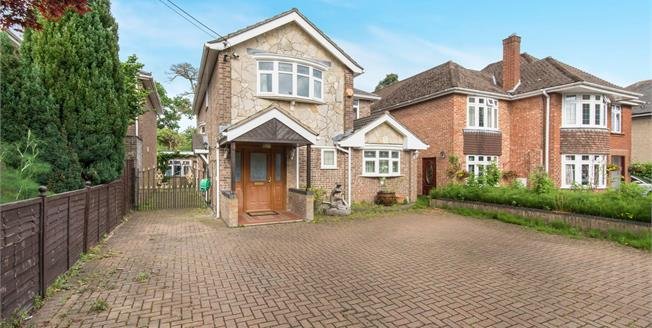 Offers Over £475,000, 4 Bedroom Detached House For Sale in Southampton, SO19