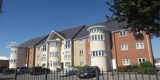 Offers in excess of £180,000, 2 Bedroom Flat For Sale in Southampton, SO18