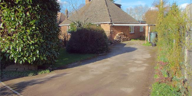 Guide Price £475,000, 3 Bedroom Detached Bungalow For Sale in Passfield, GU30