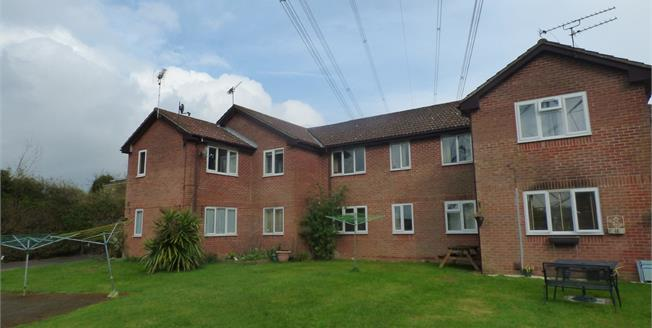 Asking Price £150,000, 2 Bedroom Upper Floor Flat For Sale in Horndean, PO8