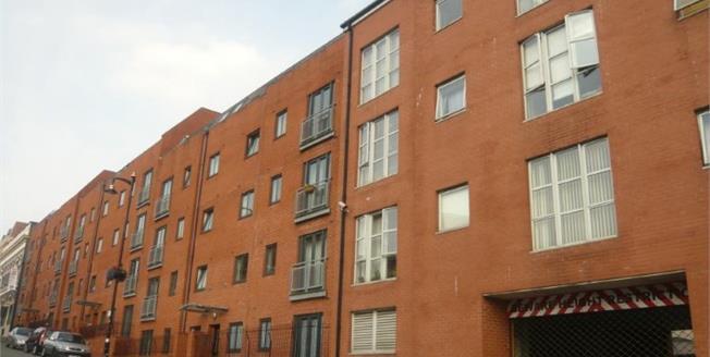 Asking Price £190,000, 2 Bedroom Flat For Sale in Birmingham, B1