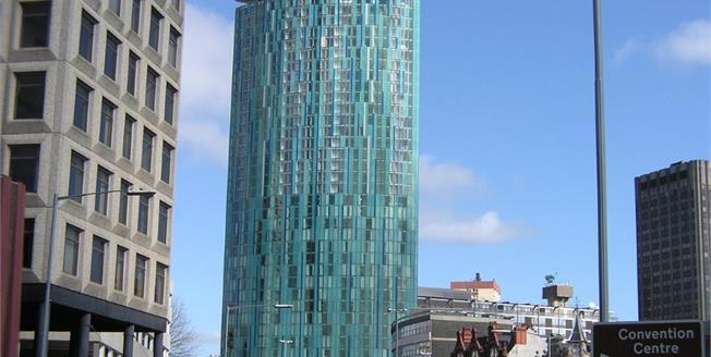 Asking Price £245,000, 2 Bedroom Flat For Sale in Birmingham, B1