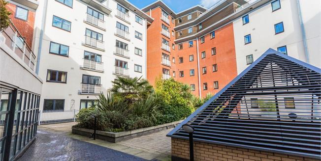 Asking Price £260,000, 2 Bedroom Flat For Sale in Birmingham, B16