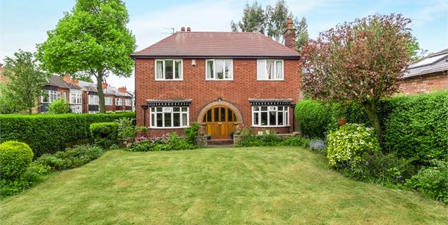 Guide Price £290,000, 4 Bedroom Detached House For Sale in Mapperley, NG3
