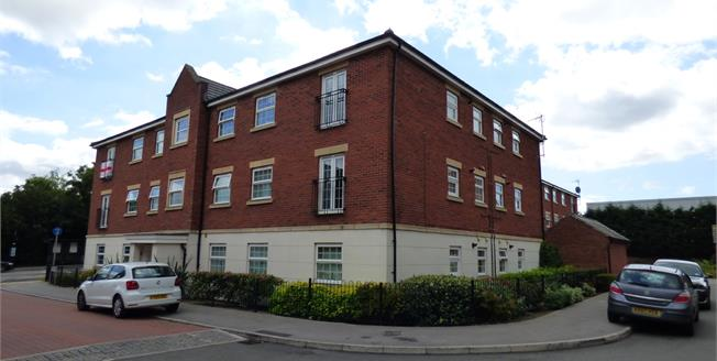 Offers in the region of £135,000, 2 Bedroom Flat For Sale in Nottingham, NG3