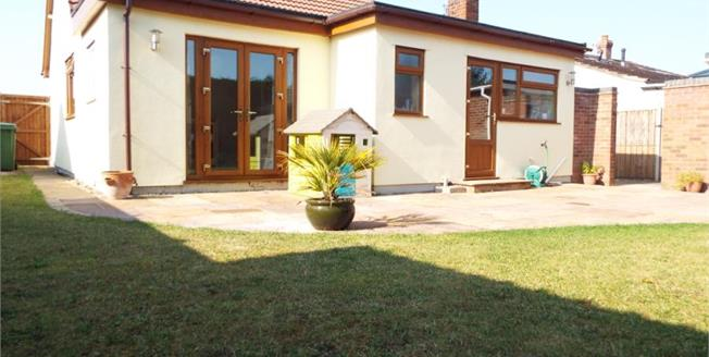 £260,000, 3 Bedroom Detached Bungalow For Sale in Norwich, NR6
