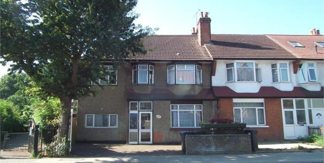 £800,000, 5 Bedroom Detached House For Sale in Enfield, EN1