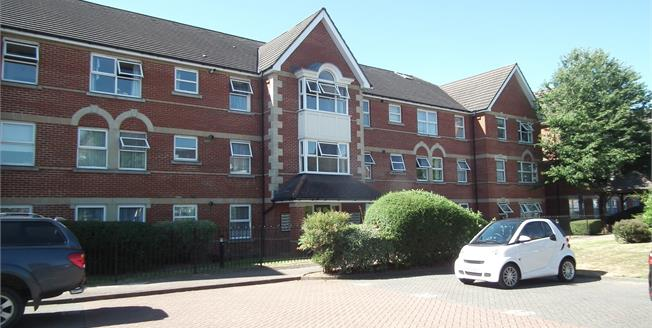 Offers Over £325,000, 2 Bedroom Flat For Sale in Enfield, EN1