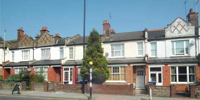 Asking Price £375,000, 2 Bedroom Flat For Sale in Hertfordshire, EN1