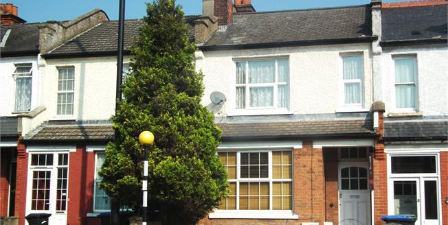 Asking Price £360,000, 2 Bedroom Flat For Sale in Enfield, EN1