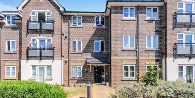 Offers in excess of £325,000, 2 Bedroom Flat For Sale in Enfield, EN1