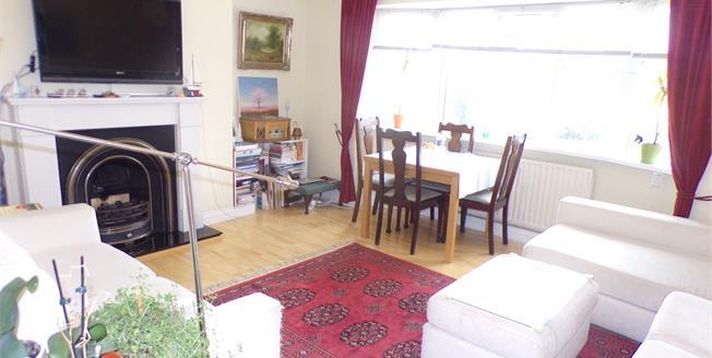 Asking Price £400,000, 2 Bedroom Flat For Sale in Enfield, EN2
