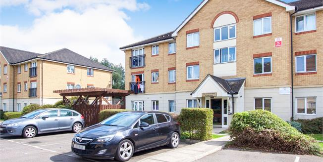 Offers in excess of £259,999, 2 Bedroom Flat For Sale in Enfield, EN3