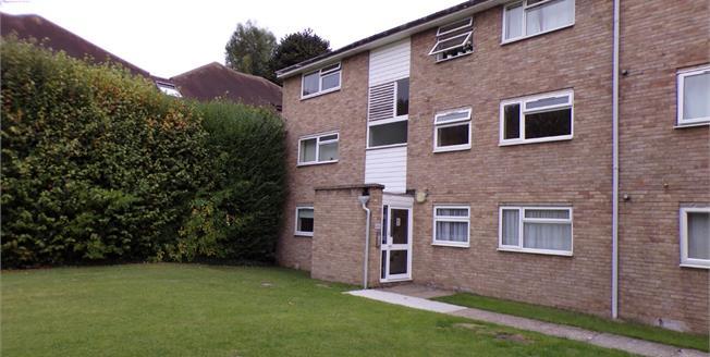 Asking Price £310,000, 2 Bedroom Flat For Sale in Enfield, EN1