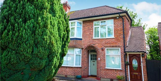 Offers in excess of £325,000, 2 Bedroom Maisonette For Sale in Enfield, EN1