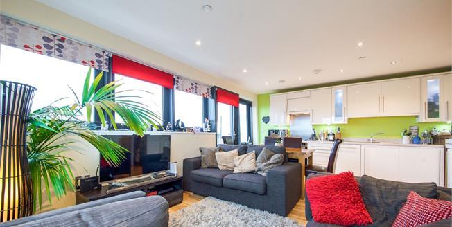 Offers in the region of £385,000, 2 Bedroom Flat For Sale in Enfield, EN1