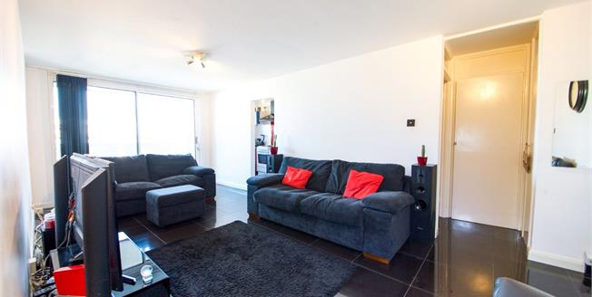 Offers in the region of £225,000, 1 Bedroom Flat For Sale in Enfield, EN2