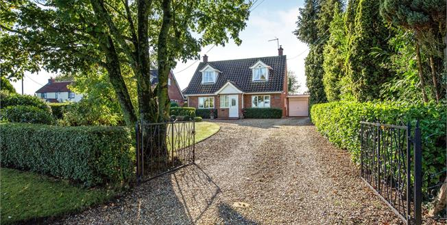Guide Price £325,000, 3 Bedroom Detached House For Sale in Rockland St. Peter, NR17