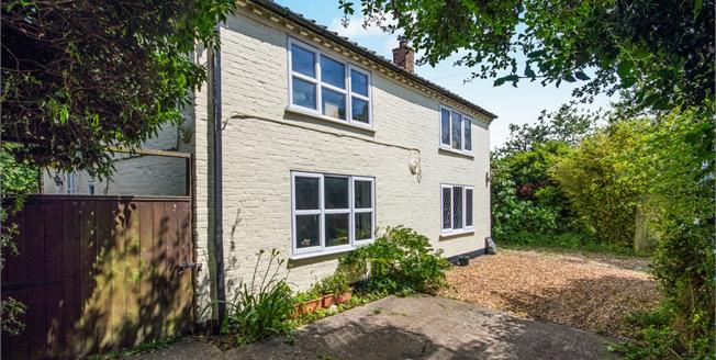 Guide Price £350,000, 4 Bedroom Detached Cottage For Sale in Bergh Apton, NR15