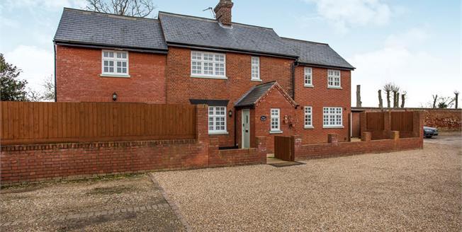Offers in the region of £400,000, 3 Bedroom Detached Cottage For Sale in Pulham Market, IP21