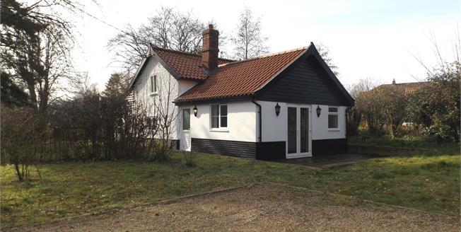 Guide Price £325,000, 3 Bedroom Detached Cottage For Sale in Great Ellingham, NR17