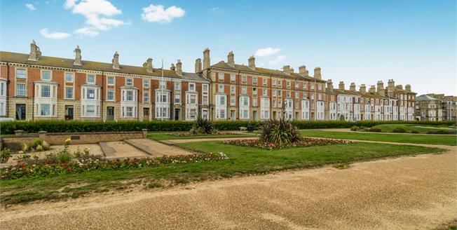 Guide Price £300,000, 5 Bedroom End of Terrace House For Sale in Suffolk, NR33