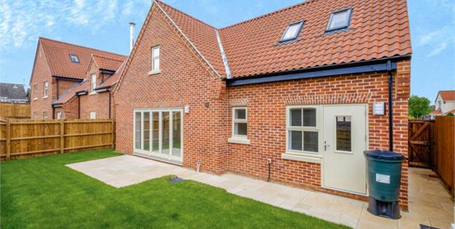 Offers Over £450,000, 4 Bedroom Detached House For Sale in Beccles, NR34
