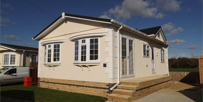 Guide Price £120,000, 2 Bedroom Mobile Home For Sale in Longstanton, CB24