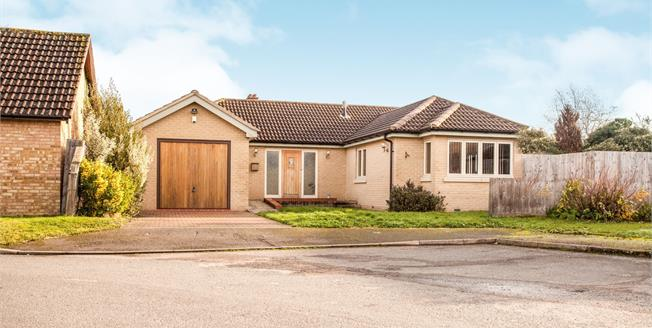 Guide Price £450,000, 3 Bedroom Detached Bungalow For Sale in Waterbeach, CB25
