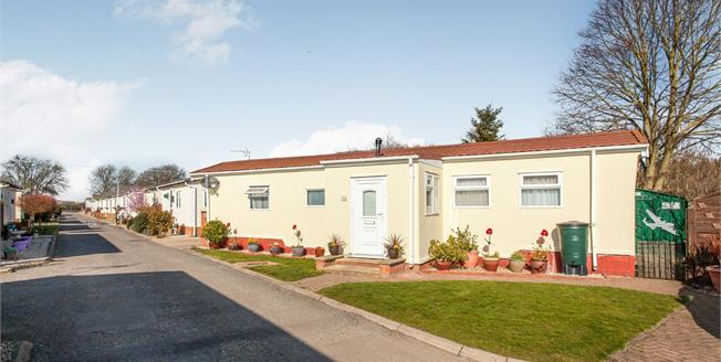 Offers in the region of £100,000, 1 Bedroom Mobile Home For Sale in Cambridge, CB24