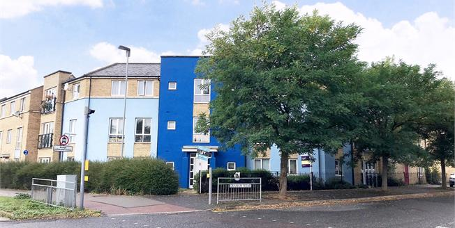 Offers in excess of £260,000, 2 Bedroom Flat For Sale in Cambridge, CB4