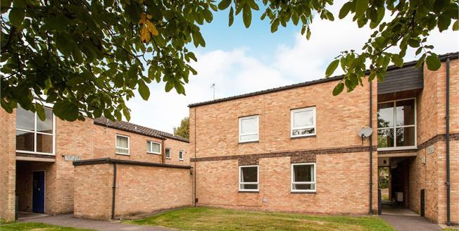 Guide Price £250,000, 2 Bedroom Flat For Sale in Cambridge, CB1
