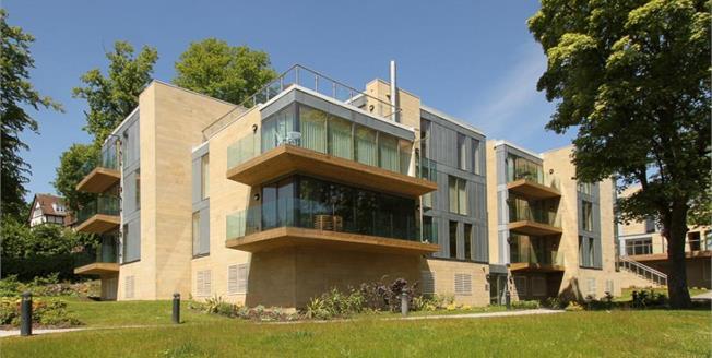 £270,000, 2 Bedroom Ground Floor Flat For Sale in Sheffield, S10