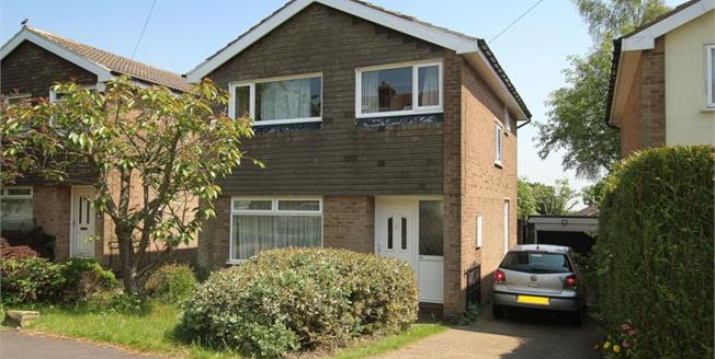 Guide Price £280,000, 3 Bedroom Detached House For Sale in Sheffield, S10