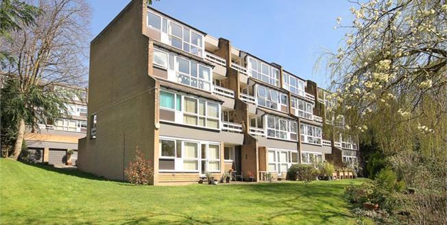 Guide Price £150,000, 2 Bedroom Upper Floor Flat For Sale in Sheffield, S10
