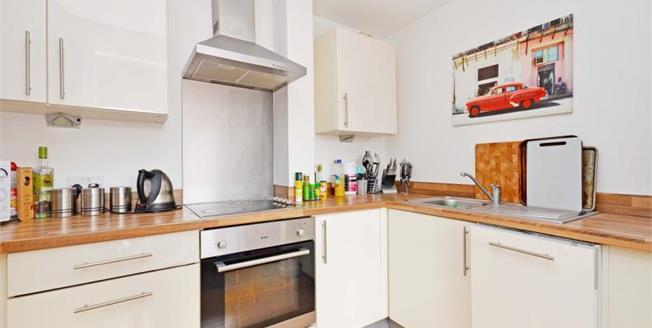 £120,000, 2 Bedroom Upper Floor Flat For Sale in Sheffield, S6