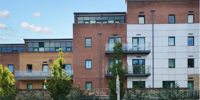 £130,000, 1 Bedroom Upper Floor Flat For Sale in Sheffield, S11
