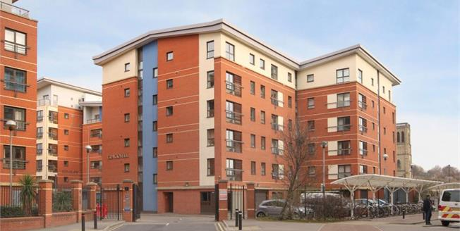 £125,000, 2 Bedroom Upper Floor Flat For Sale in Sheffield, S3