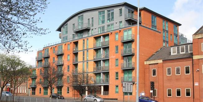 Guide Price £80,000, Flat For Sale in Sheffield, S2