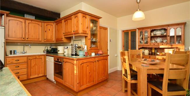 £240,000, 3 Bedroom End of Terrace Cottage For Sale in Ecclesfield, S35