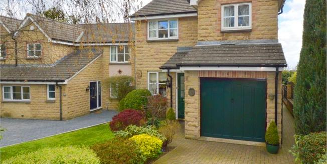 Guide Price £230,000, 3 Bedroom Detached House For Sale in Grenoside, S35