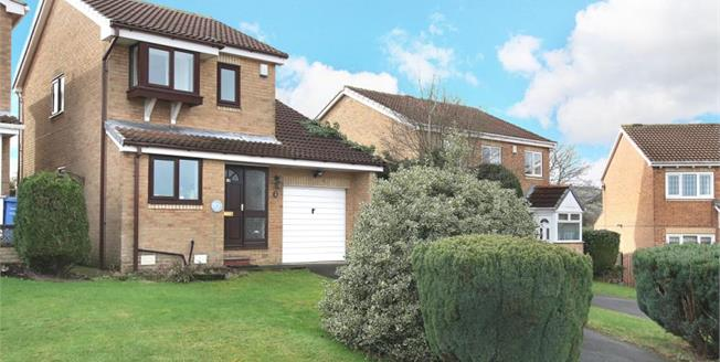 Guide Price £200,000, 3 Bedroom Detached House For Sale in High Green, S35