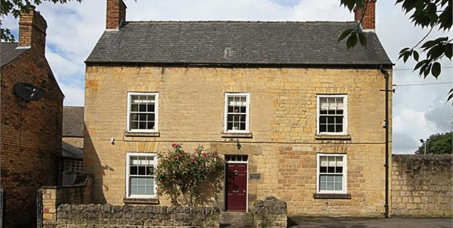 Guide Price £240,000, 3 Bedroom Detached House For Sale in Bolsover, S44