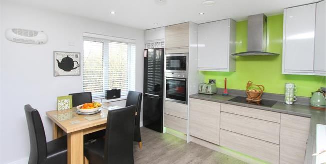 Guide Price £130,000, 3 Bedroom Flat For Sale in Chesterfield, S41