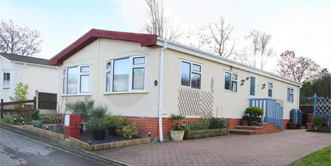 Guide Price £100,000, 2 Bedroom Mobile Home For Sale in New Tupton, S42